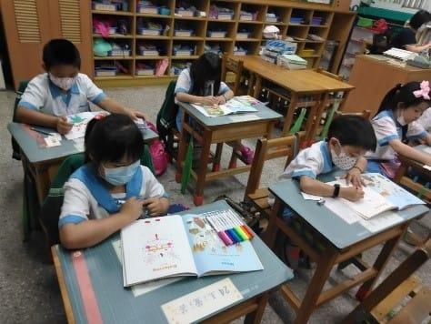 深耕品格英文教育 華書贈多元教材供雙北國小教學
