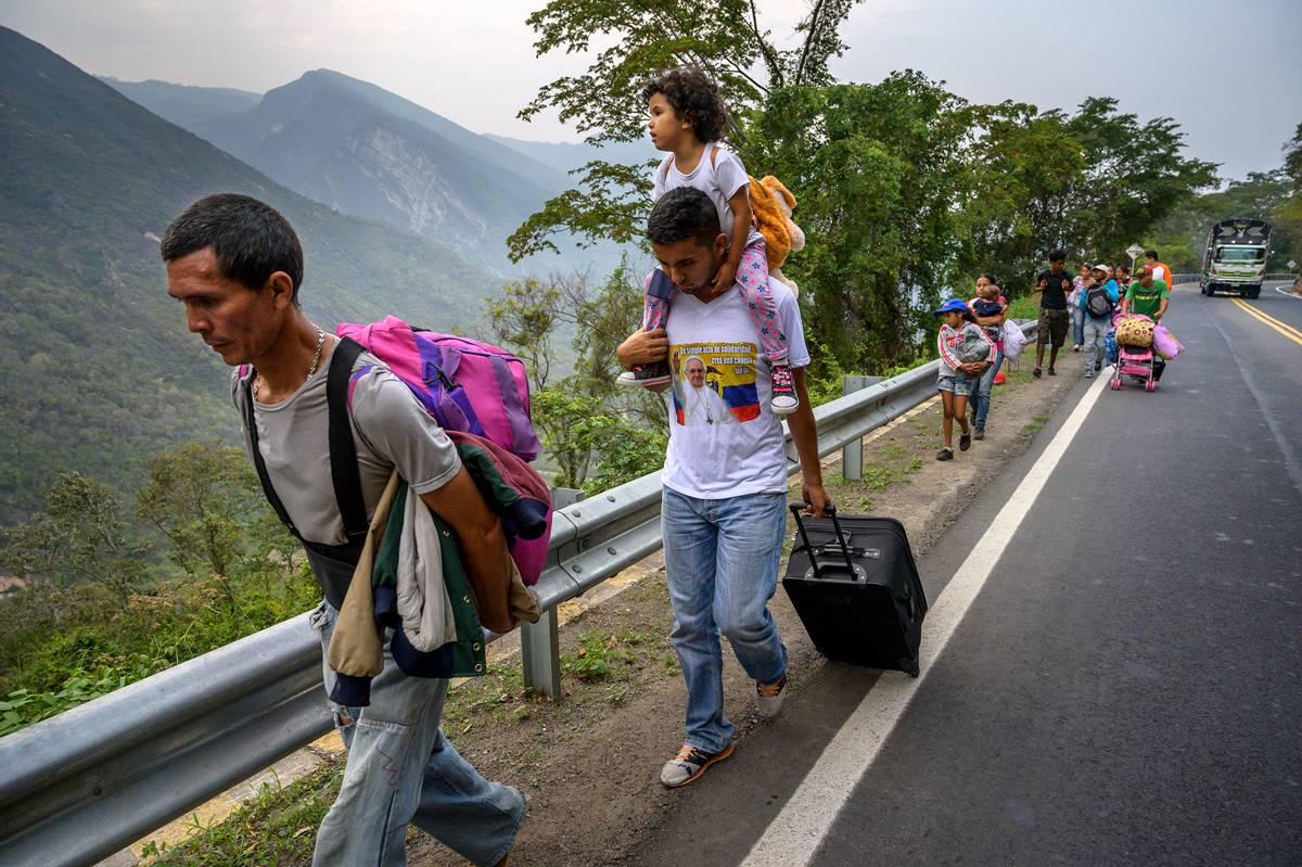 委內瑞拉超過70%人民處於飢餓 兒童翻找廚餘果腹